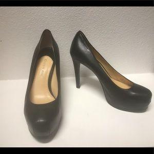 Gianni Bini black platform heels